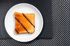 Plat blanc de Grencan et un plat en pierre Image libre de droits