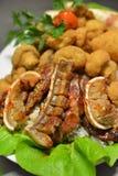 Plat chaud de viande avec le lard Images stock