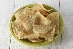 Plat complètement des puces de tortilla Images stock
