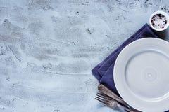 Plat, couteau et fourchette vides Image stock