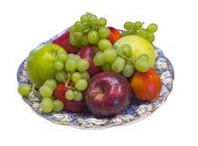 Plat décoré des modèles bleu-aureate avec des fruits photographie stock