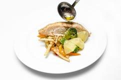 Plat délicieux de poissons sur le fond blanc Photo libre de droits