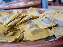 Plat délicieux des ravioli faits maison Photos stock