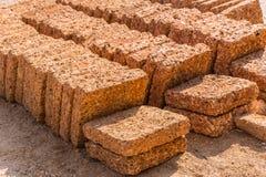 Plat de briques de pierre de roche de latérite de rouillé rougeâtre de nature photo stock