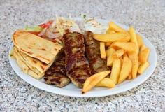 Plat de chiche-kebab d'agneau photographie stock libre de droits