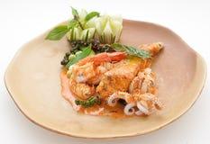Plat de fruits de mer avec la crevette rose et le poulpe Photo libre de droits