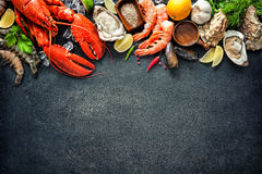 Plat de mollusques et crustacés des fruits de mer crustacéens Photographie stock libre de droits