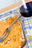 Plat de nourriture de cocotte en terre d'aubergine Photographie stock libre de droits