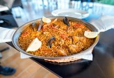 Plat de Paella dans un restaurant espagnol Images libres de droits
