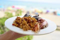 Plat de Paella espagnole typique Photos stock