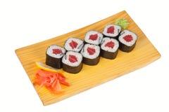 Plat de petit pain de sushi d'isolement sur le blanc Photos stock