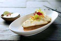 Plat de poisson dinant fin créatif Photo libre de droits