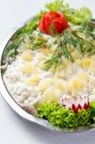 Plat de salade d'harengs Image stock