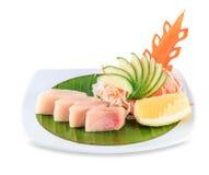 Plat de sashimi d'isolement sur le fond blanc avec le chemin de coupure Photos stock