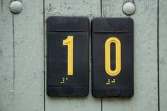 Plat de signe de nombre de porte avec Braille Photographie stock libre de droits