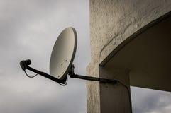 Plat de télévision par satellite Photo stock