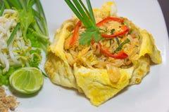 Plat de thaïlandais thaïlandais ou phat de protection en omelette photographie stock
