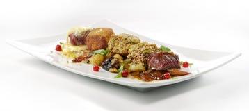 Plat de viande, cubes en variations du bifteck, grillé, pané, assaisonné Photo libre de droits