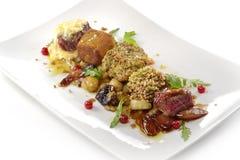 Plat de viande, cubes en variations du bifteck, grillé, pané, assaisonné Photographie stock