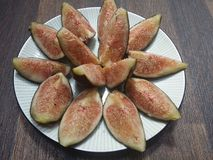 Plat des figues riped images stock