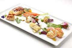 Plat du poisson de mer avec des légumes de ressort Photo libre de droits