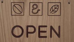 """Plat en bois avec le texte accrocher """"ouvert """"sur le plan rapproché texturisé de mur banque de vidéos"""