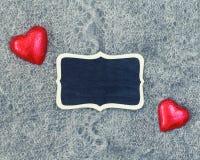 Plat en bois de coeurs de texture de laine Photographie stock