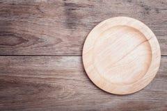 Plat en bois plat vide sur la vue supérieure en bois de table Photo stock