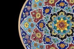 Plat en céramique iranien avec le modèle photos libres de droits