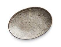 Plat en céramique ovale, plat vide avec la texture de granit, vue d'en haut d'isolement sur le fond blanc avec le chemin de coupu photographie stock