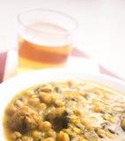 Plat espagnol de tapas en verre de bière Photo stock