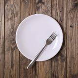 Plat et fourchette blancs image libre de droits