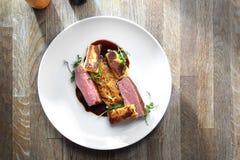 Plat exquis de canard cuit en miel image stock