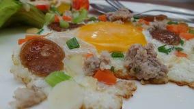 Plat frais de matin de salade et d'oeuf au plat Photographie stock libre de droits