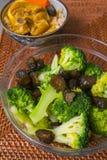 Plat froid, salade de brocoli, brocoli vert, melon croquant photographie stock libre de droits