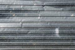 Plat industriel chiffonné de zinc Barrière chiffonnée en métal Fond, série de texture Photos libres de droits