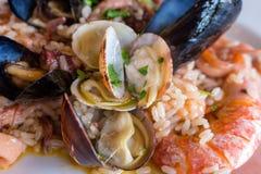 Plat méditerranéen de fruits de mer Repas de risotto Cuisine délicieuse italienne image libre de droits