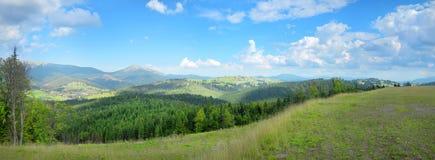 Platô quieto do panorama da montanha no ucraniano Carpathians imagem de stock