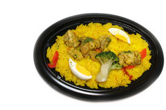 Plat rôti de Paella de poulet dans le blanc Images stock