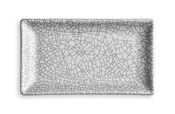 Plat rectangulaire vide dans le modèle criqué, plat blanc de céramique, vue d'en haut d'isolement sur le fond blanc avec le chemi photographie stock