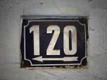 Plat rouillé en métal carré grunge de vintage du nombre d'adresse images stock