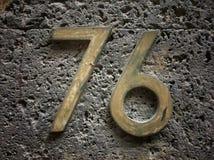 Plat rouillé en métal carré grunge de vintage du nombre d'adresse photographie stock