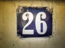Plat rouillé en métal carré grunge de vintage du nombre d'adresse image stock