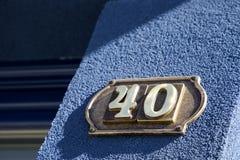 Plat rouillé en métal carré grunge de vintage du nombre d'adresse avec le nombre image libre de droits