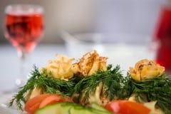 Plat savoureux avec des champignons dans un restaurant Photographie stock
