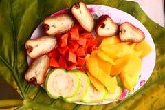 Plat tropical de fruit de coupe Photo libre de droits