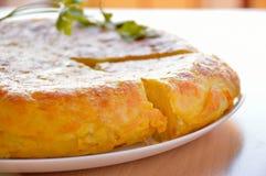 Plat typique d'omelette espagnole photos stock