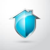 Plata de la seguridad en el hogar y escudo azul Imagenes de archivo