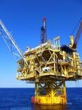 Plataforma amarela no azul Fotografia de Stock Royalty Free