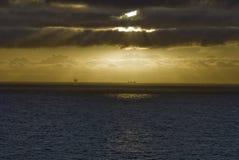 Plataforma costera en la puesta del sol, Mar del Norte Noruega Foto de archivo